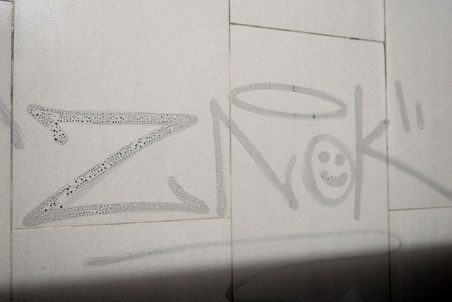 Graffiti en baldosa
